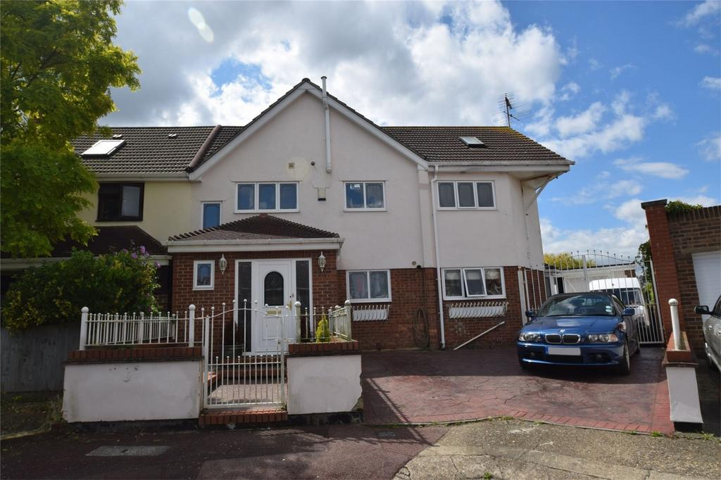 5 Bedrooms Semi Detached House for sale in Maunders Close, Chatham, Kent
