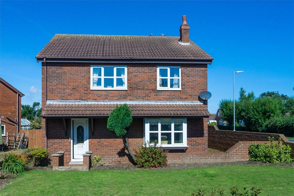 4 Bedrooms Detached House for sale in Newsham Gardens, Withernsea, East Riding of Yorkshire