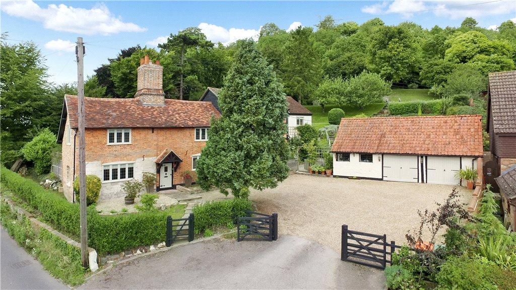 5 Bedrooms Unique Property for sale in Castle Hill Road, Totternhoe, Bedfordshire