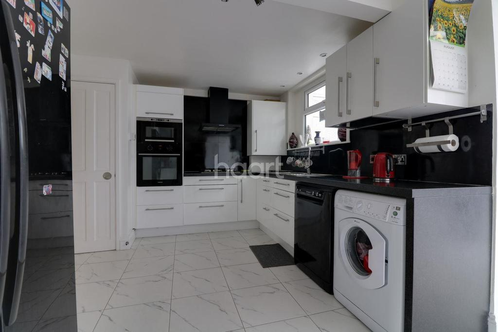 4 Bedrooms End Of Terrace House for sale in Bysouth Close, Clayhall
