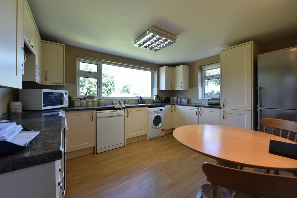 3 Bedrooms Detached Bungalow for sale in Kinloch Way, Ormskirk