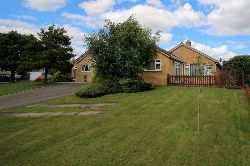 3 Bedrooms Detached Bungalow for sale in Hundale, Hutton Rudby TS15 0DR