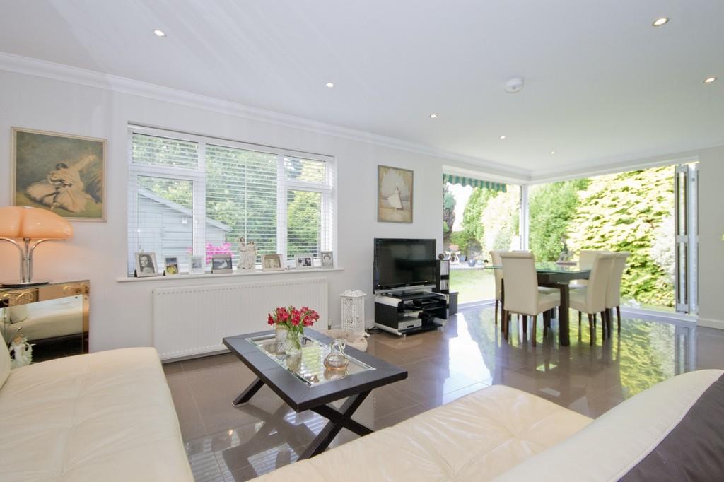 2 Bedrooms Semi Detached Bungalow for sale in Shoreham