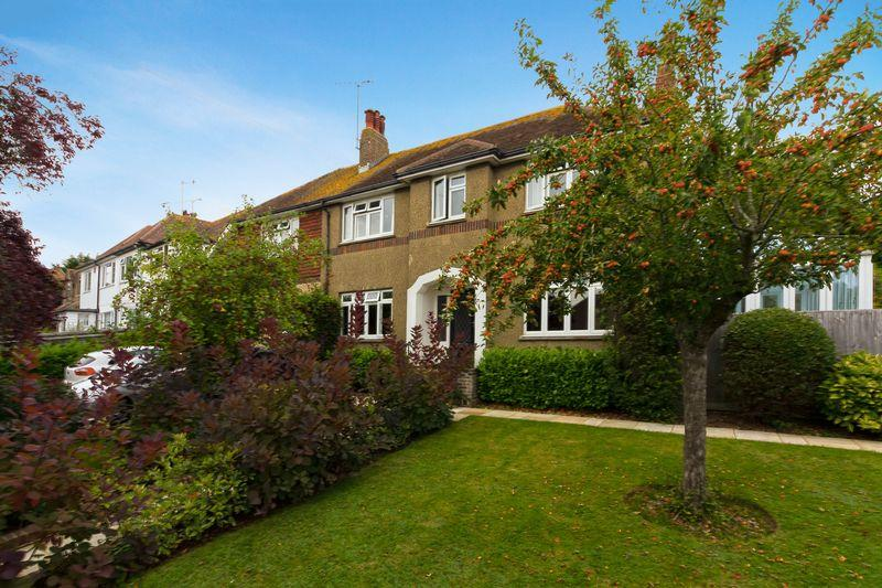 5 Bedrooms Detached House for sale in Broadview Gardens, Worthing