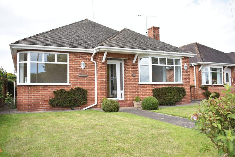 3 Bedrooms Detached Bungalow for sale in Bryn Cwnin Road, Rhyl