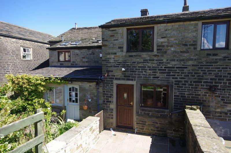 3 Bedrooms Cottage House for sale in Eastview Cottages, Saddleworth Road, Barkisland