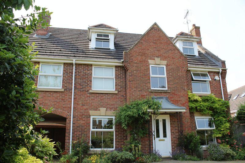 5 Bedrooms Link Detached House for sale in The Courtyard, Stamford, Lincs