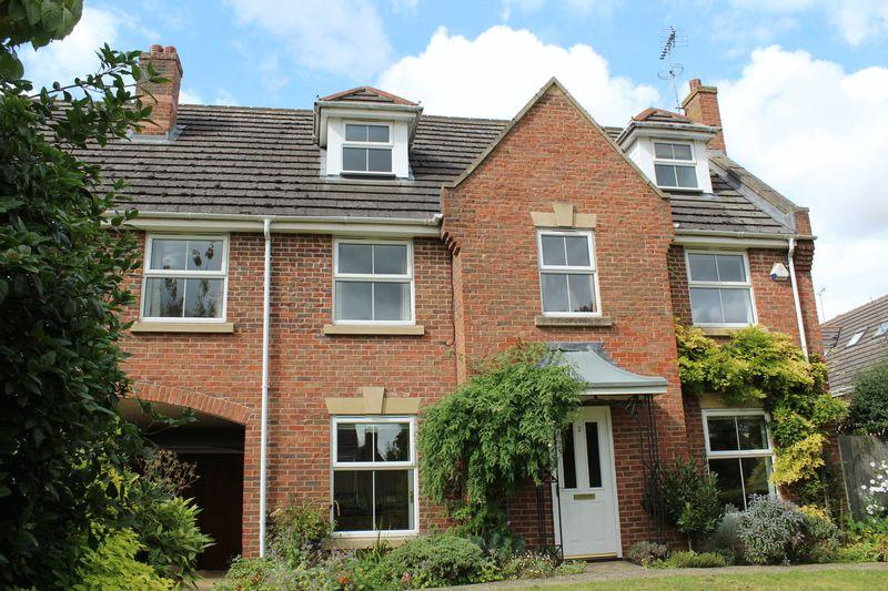 5 Bedrooms Terraced House for sale in The Courtyard, Stamford, Lincs