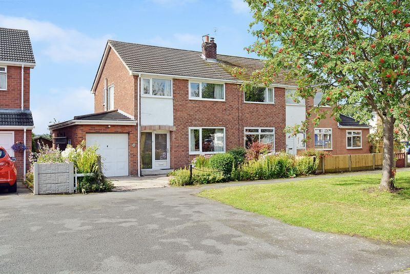3 Bedrooms Semi Detached House for sale in Green Park, Weaverham, Northwich