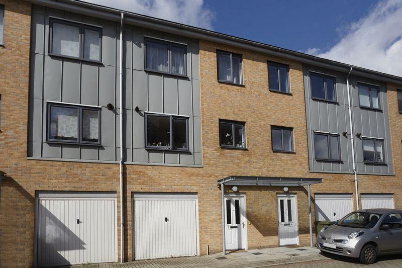 3 Bedrooms Terraced House for sale in Empire Close, Charlton, London, SE7 7FL