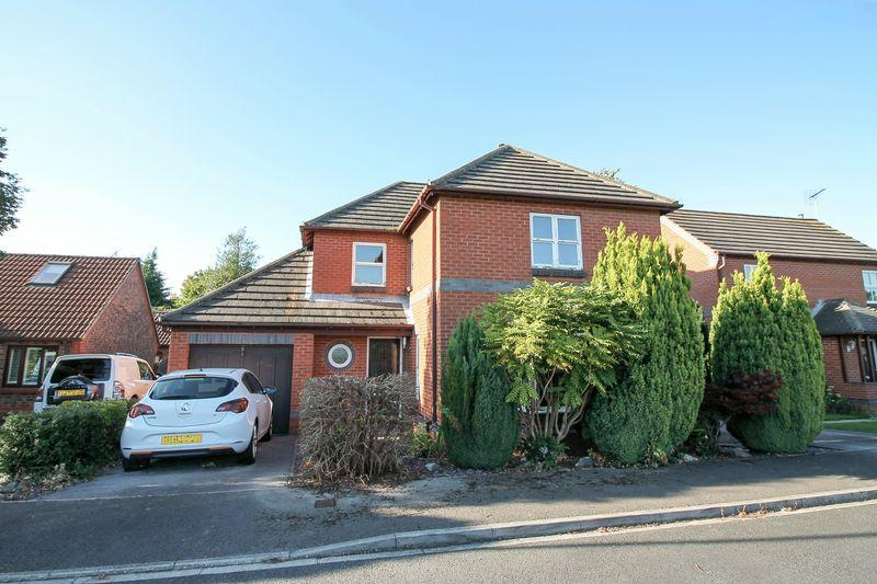 4 Bedrooms Detached House for sale in Station Close, Ripon