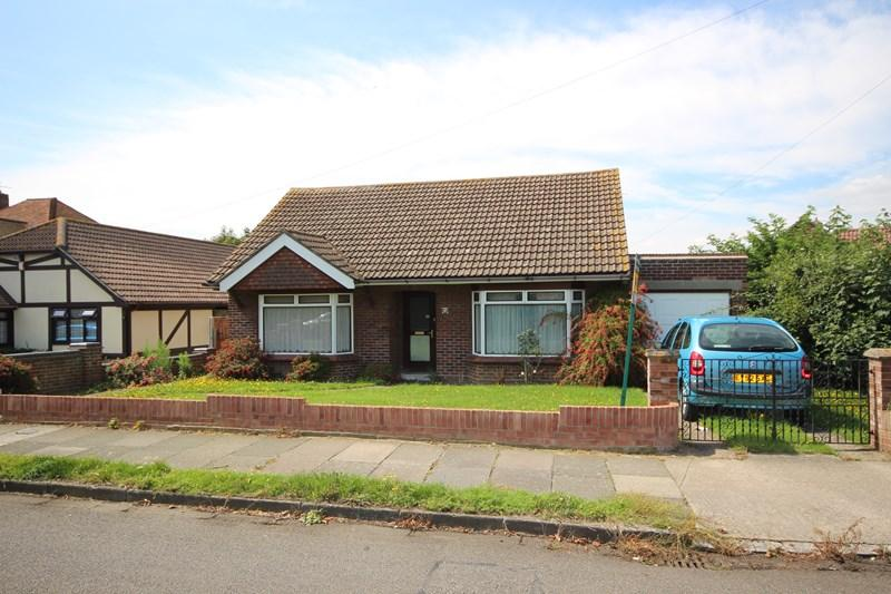 3 Bedrooms Detached Bungalow for sale in Uplands Road, Clacton-On-Sea