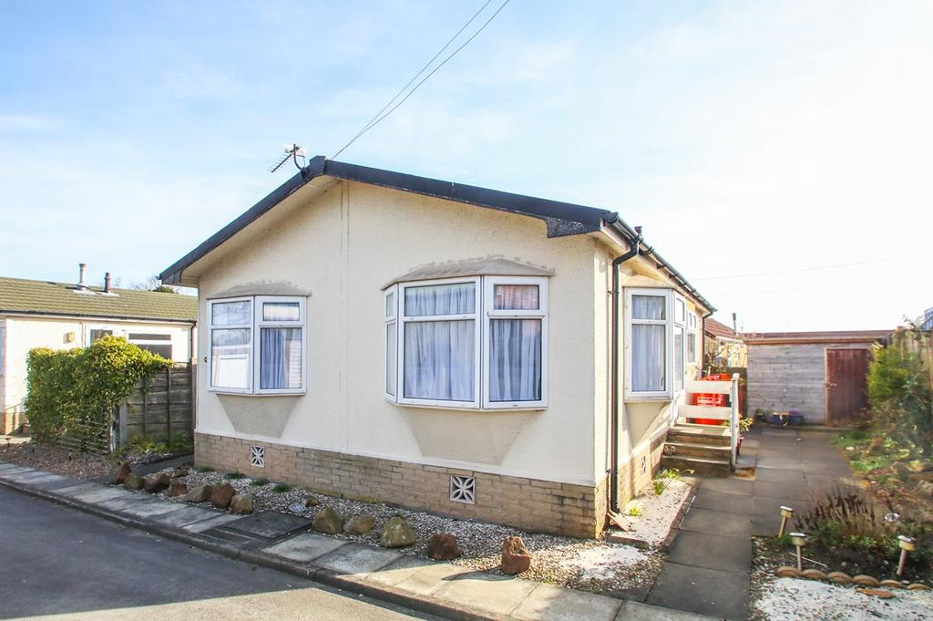 2 Bedrooms Park Home Mobile Home for sale in Park View, Lymm, Cheshire, WA13