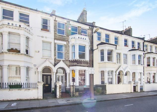 4 Bedrooms Flat for sale in Tournay Road, Fulham
