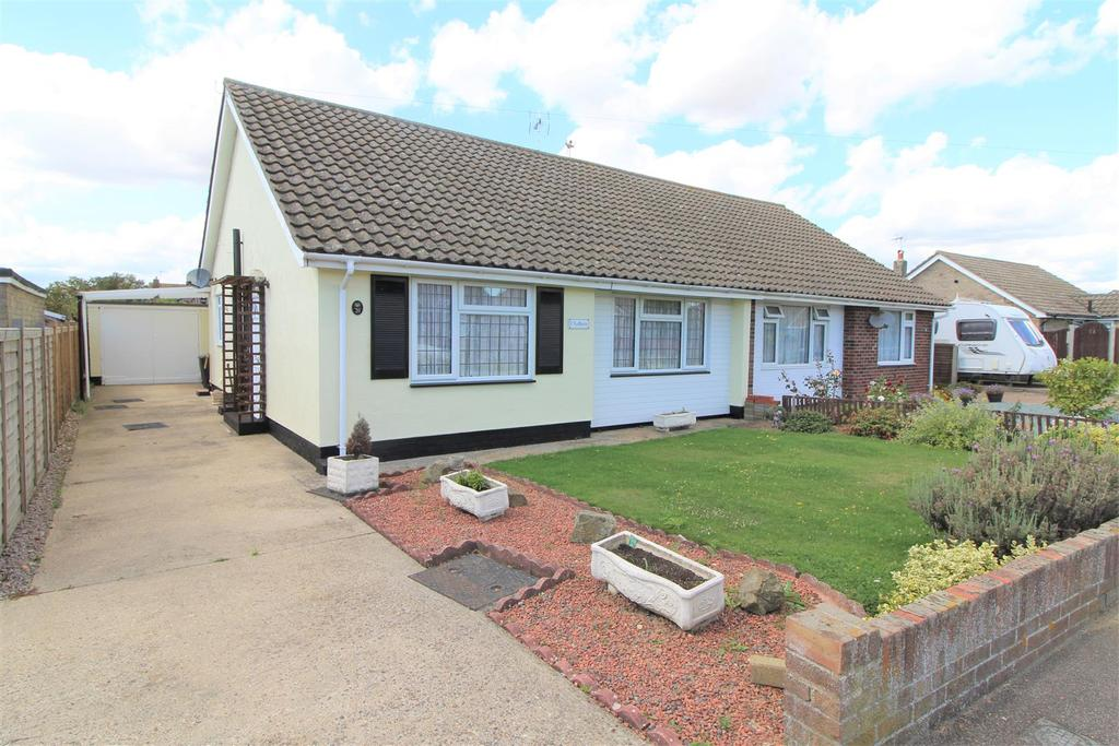 2 Bedrooms Semi Detached Bungalow for sale in Sadlers Close, Kirby Cross, Frinton-On-Sea