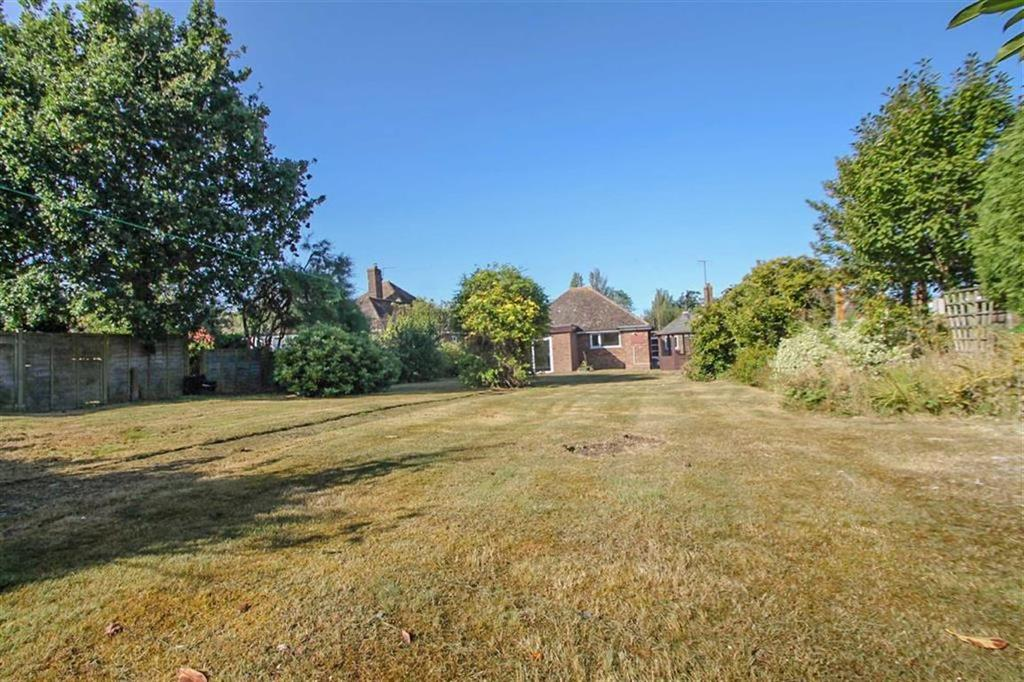 2 Bedrooms Detached Bungalow for sale in Boley Drive, Clacton-on-Sea