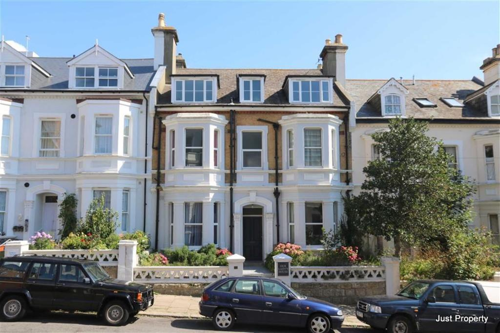 7 Bedrooms Terraced House for sale in Carisbrooke Road, St Leonards On Sea