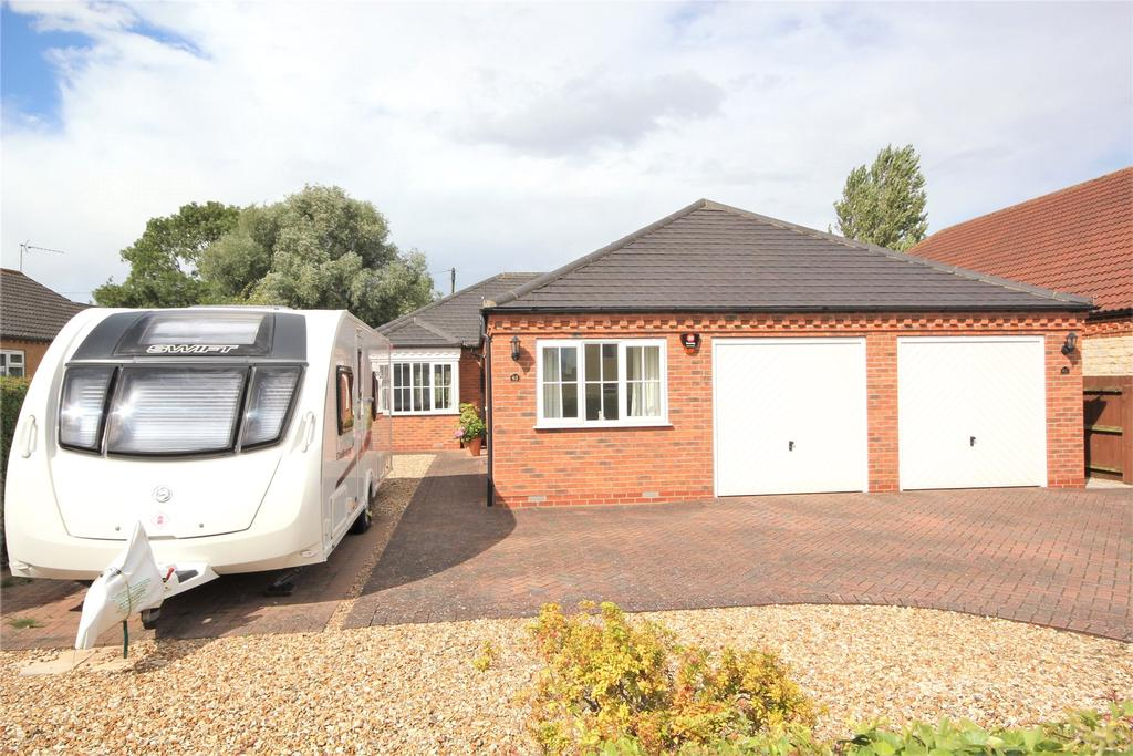 4 Bedrooms Detached Bungalow for sale in Sleaford Road, Cranwell, NG34