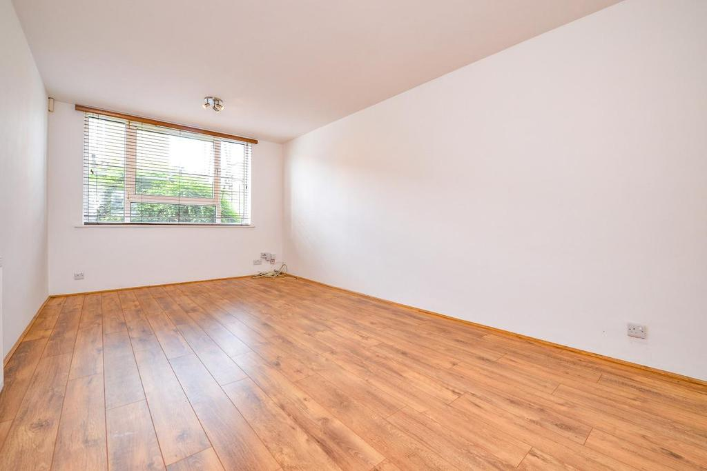 1 Bedroom Flat for sale in Northcote Road, Battersea
