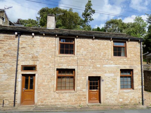 2 Bedrooms Cottage House for sale in 32 Main Street, Farnhill BD20 9BJ