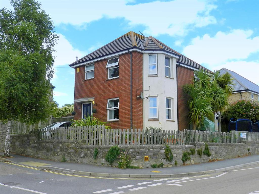 3 Bedrooms Detached House for sale in St. Michaels Avenue, Ryde
