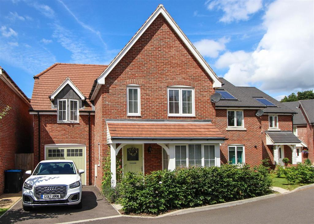 4 Bedrooms Detached House for sale in Buttinghill Drive, Cuckfield