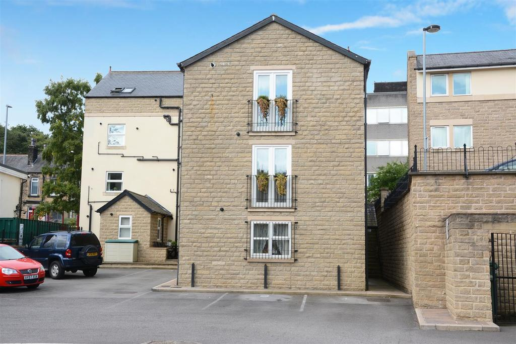 3 Bedrooms Town House for sale in Low Lane, Horsforth
