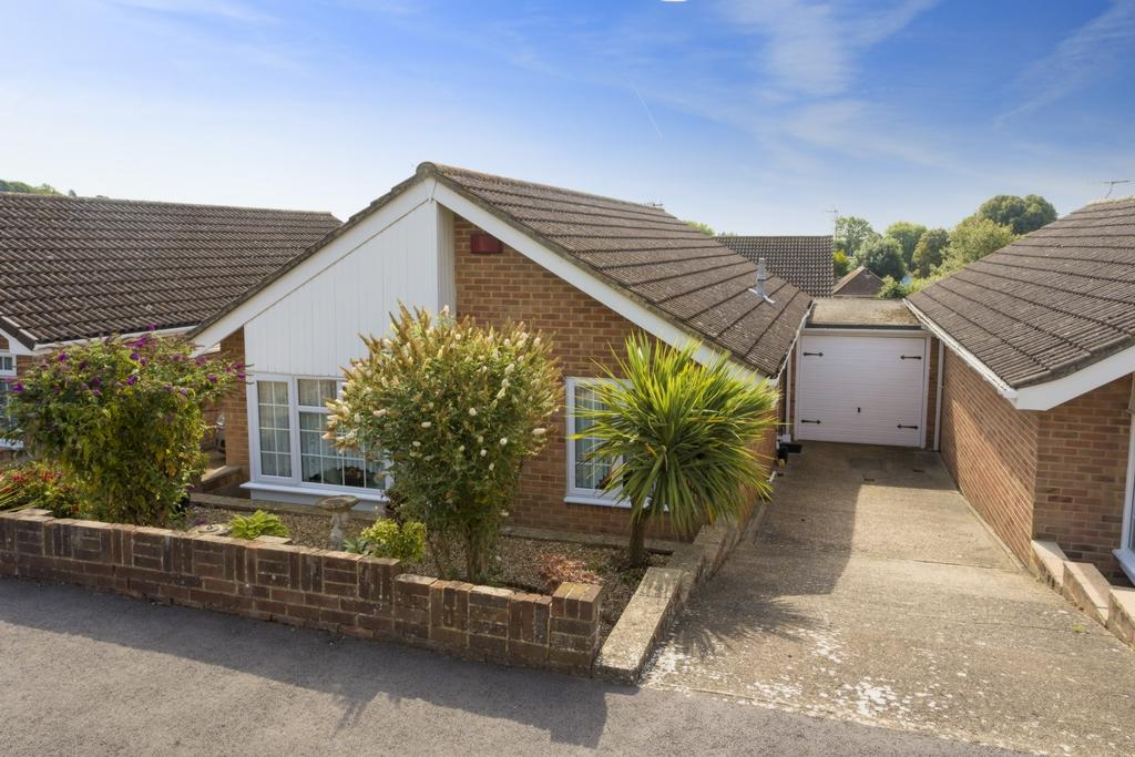 2 Bedrooms Bungalow for sale in Nursery Fields, Hythe, CT21