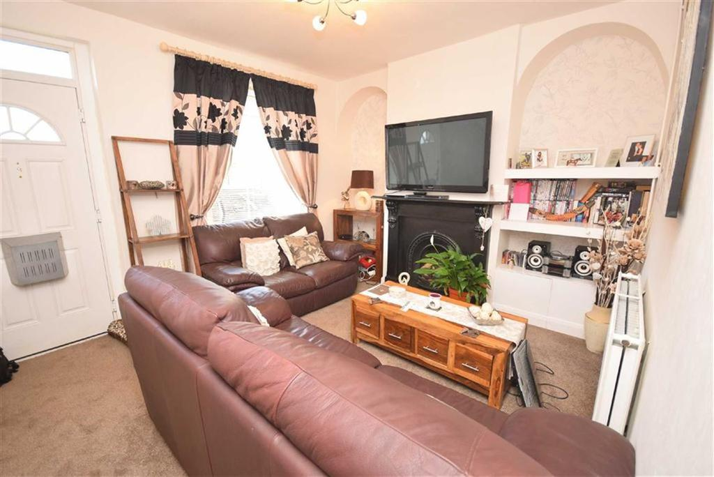 2 Bedrooms Terraced House for sale in Colne Road, Brierfield, Lancashire