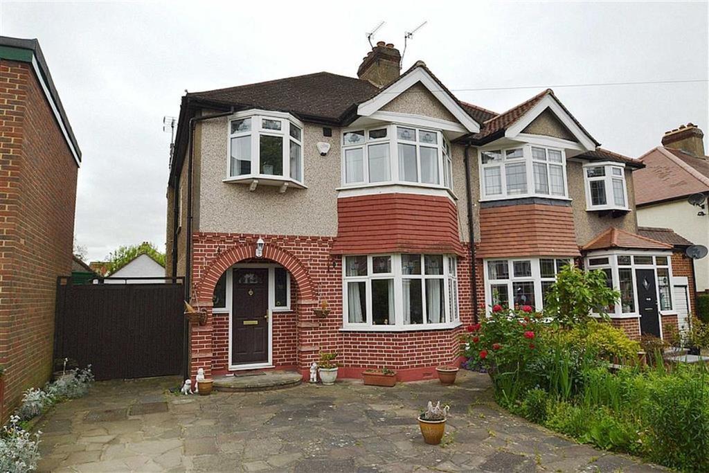 3 Bedrooms Semi Detached House for sale in Elmwood Drive, Stoneleigh, Surrey