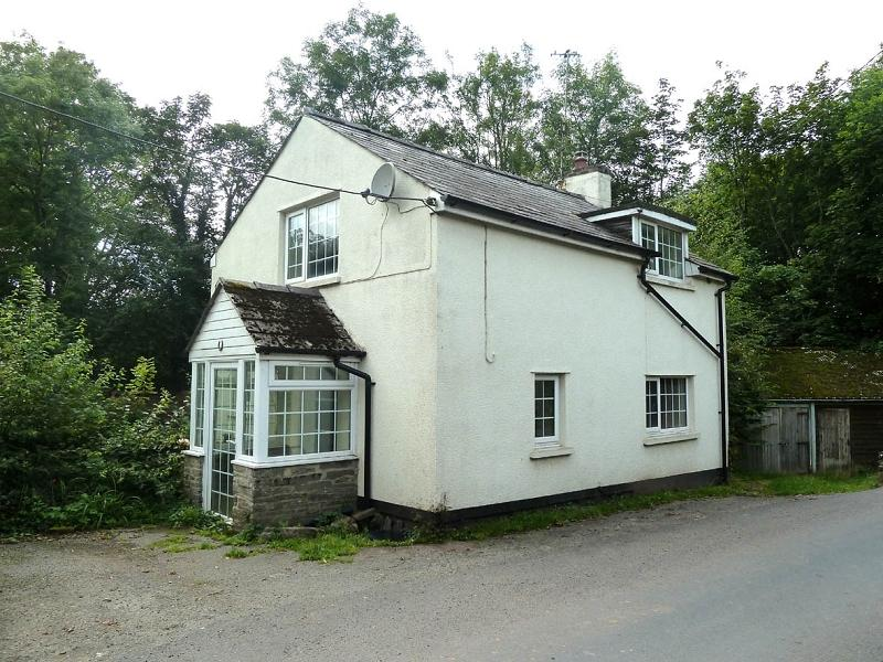 2 Bedrooms Detached House for sale in Aberbran, Brecon, Powys.