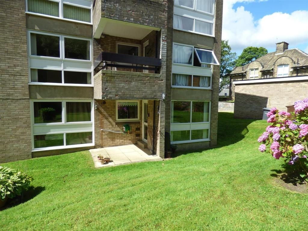2 Bedrooms Flat for sale in Bolton Court, Lister Lane, Bradford, BD2 4LR