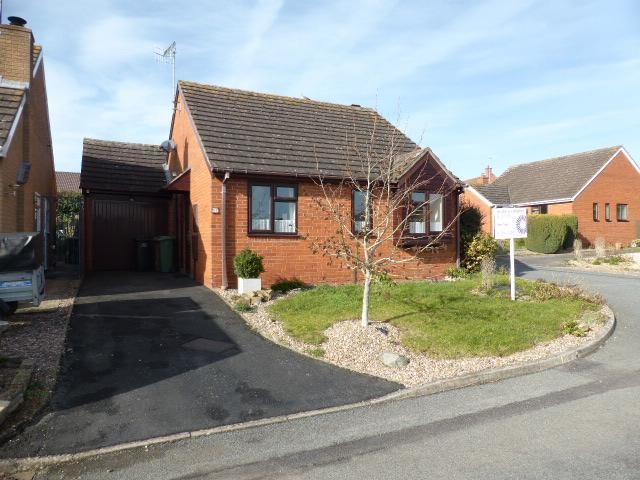 2 Bedrooms Detached Bungalow for sale in Hillside Close, Evesham