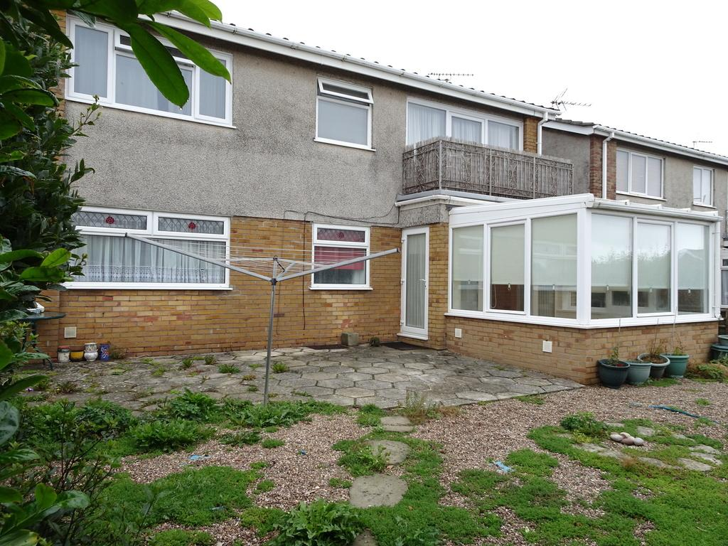 3 Bedrooms Ground Flat for sale in REST BAY CLOSE, REST BAY, PORTHCAWL, CF36 3UN