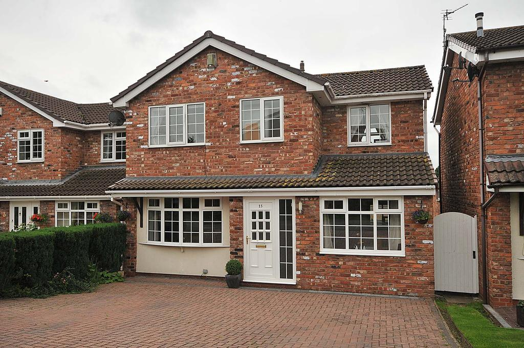 3 Bedrooms Detached House for sale in Kingfisher Grove, Wincham