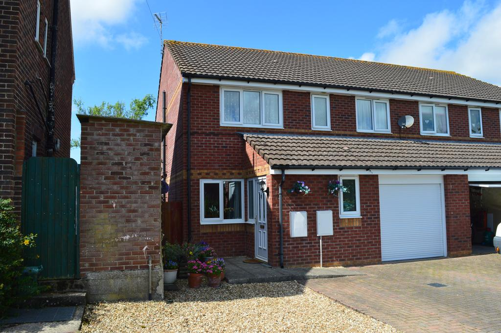 4 Bedrooms Semi Detached House for sale in Cedar Road, St Athan, Vale of Glamorgan CF62