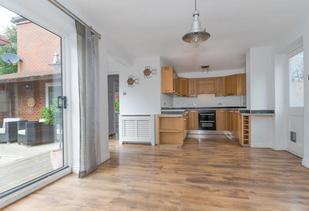3 Bedrooms Detached House for sale in Fellbrook Avenue, Off Beckfield Lane, York