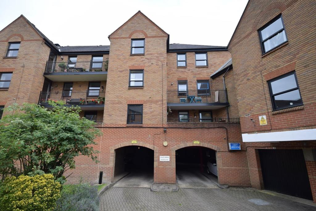 2 Bedrooms Apartment Flat for sale in Fitzwalter Place, Chelmsford Road, Dunmow, Essex, CM6
