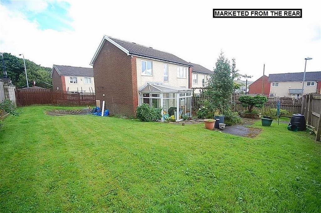 3 Bedrooms End Of Terrace House for sale in St Winifreds Close, Illingworth, Halifax, HX2