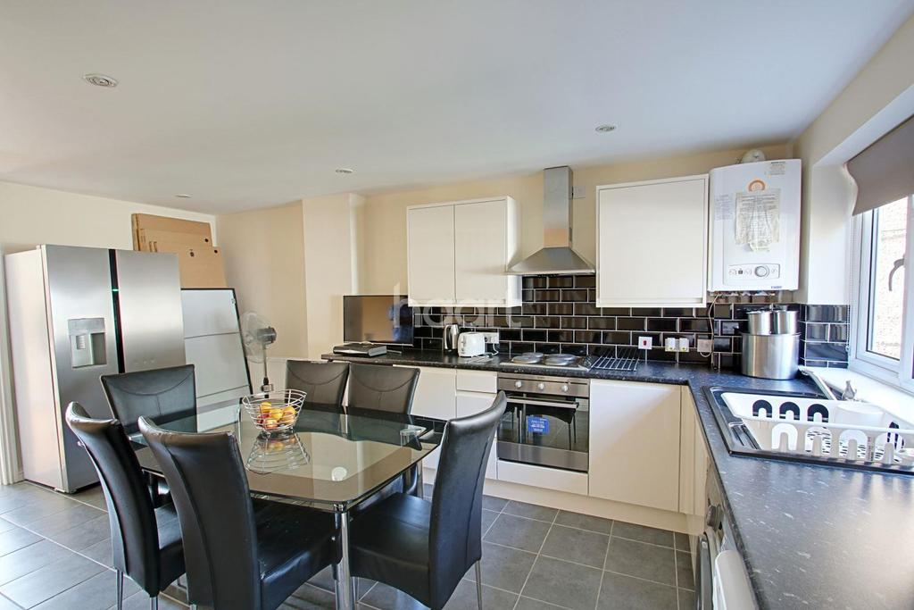 3 Bedrooms Semi Detached House for sale in Upper Luton Road, Chatham, ME5