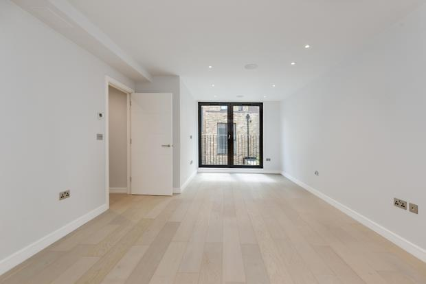 2 Bedrooms Maisonette Flat for sale in Leighton Road, Kentish Town, London, NW5