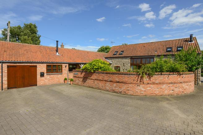 4 Bedrooms Barn Conversion Character Property for sale in The Threshing Barn, Old Hall Farm, Village Street, Owthorpe, Nottinghamshire NG12 3GA