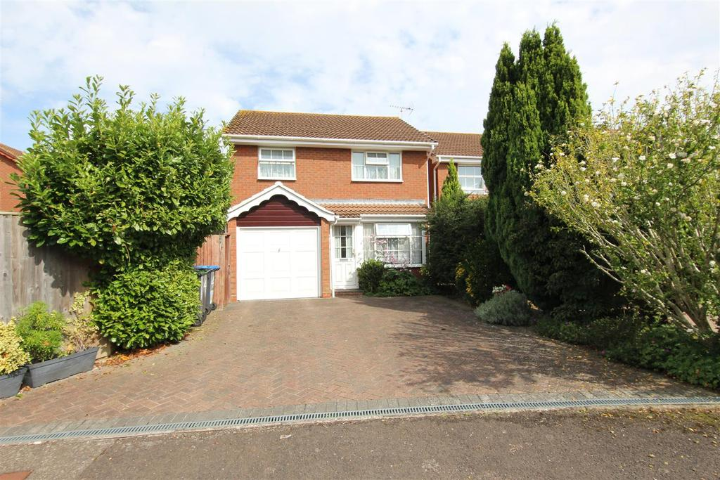 3 Bedrooms Detached House for sale in The Saffrons, Burgess Hill