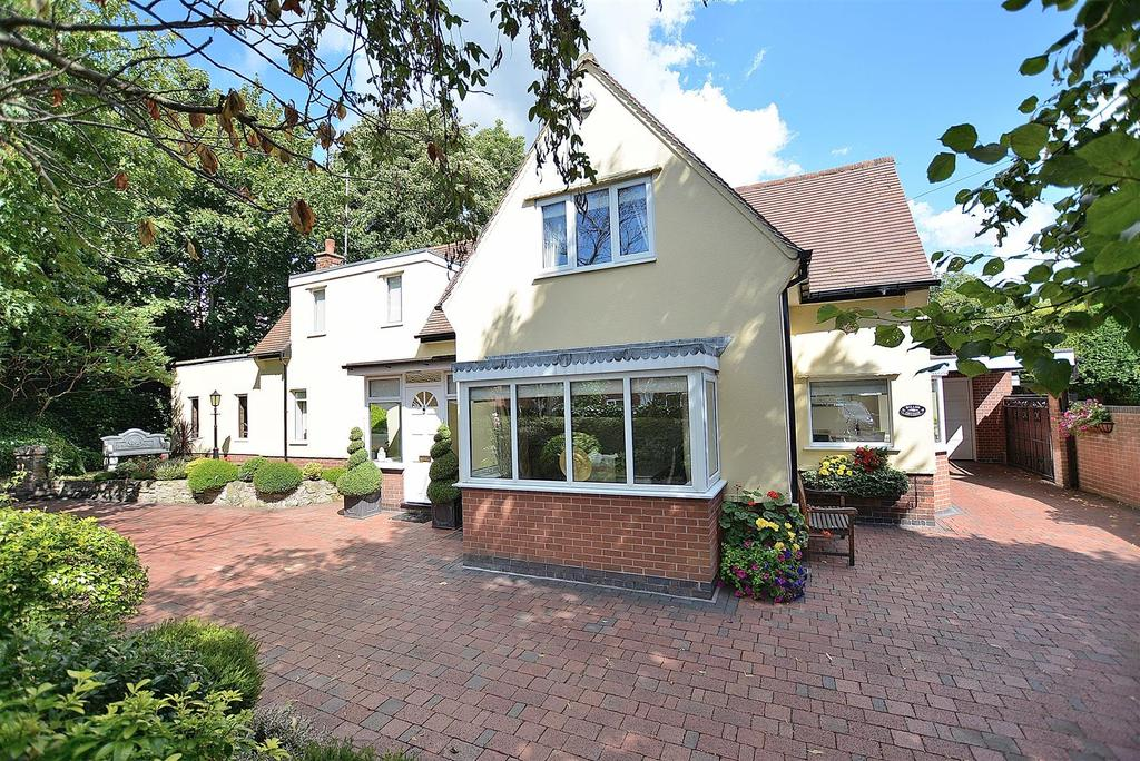 4 Bedrooms Detached House for sale in Willow Cottage, West Lane, Edwinstowe