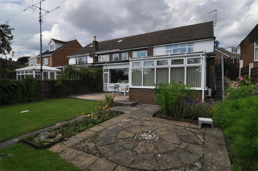 2 Bedrooms Semi Detached Bungalow for sale in Lundhill Close, Wombwell, BARNSLEY, South Yorkshire