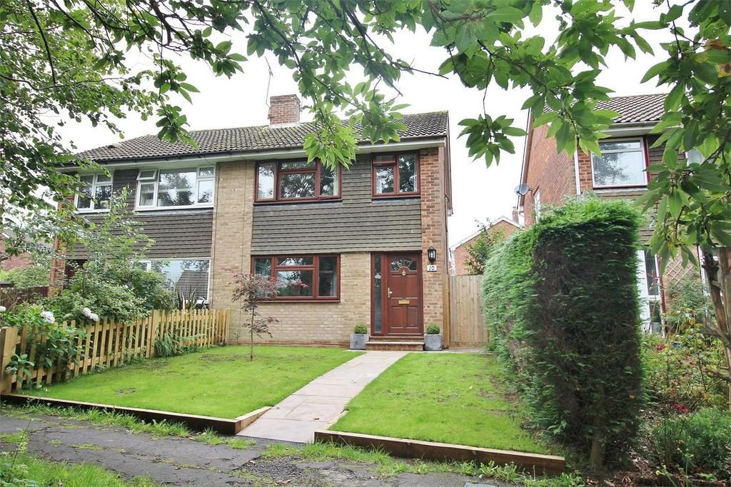 3 Bedrooms Semi Detached House for sale in 10 Boundsway, Uckfield, East Sussex