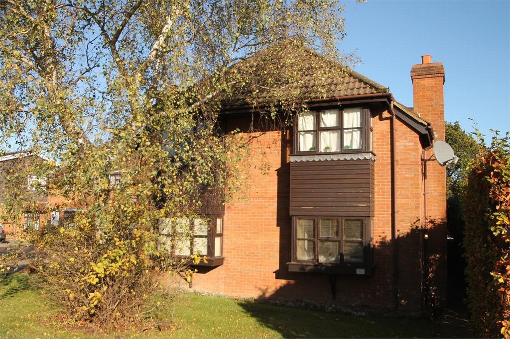 1 Bedroom Maisonette Flat for sale in Lightwater, Surrey
