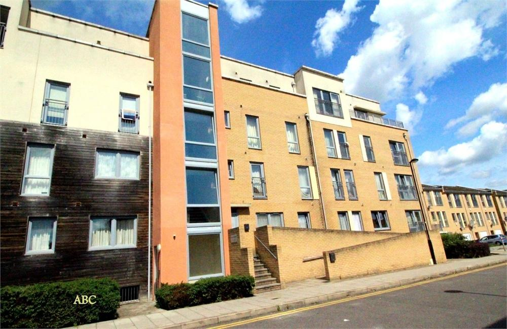 2 Bedrooms Flat for sale in Ballota Court, Edgware, Middlesex