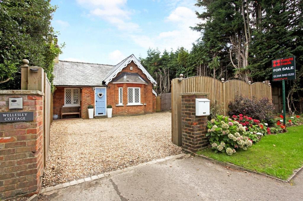 3 Bedrooms Bungalow for sale in Trumpsgreen Road, Virginia Water, Surrey, GU25
