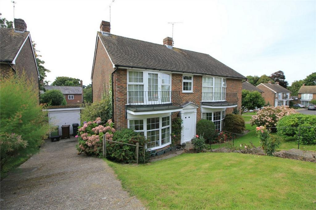 3 Bedrooms Semi Detached House for sale in Abbots Close, BATTLE, East Sussex